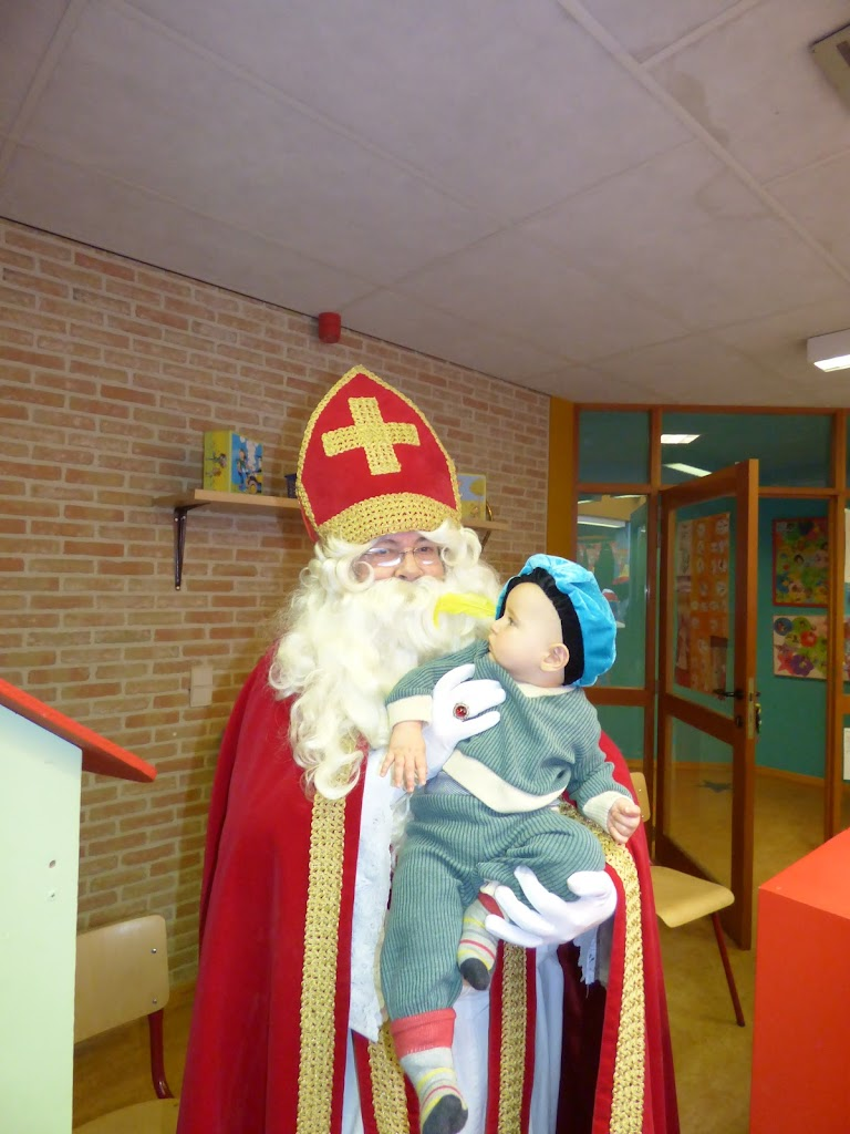 De Sint op bezoek! - P1050023.JPG