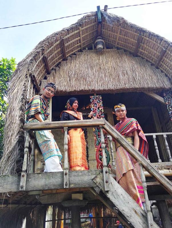 Desa Kerajinan Tenun di Lombok