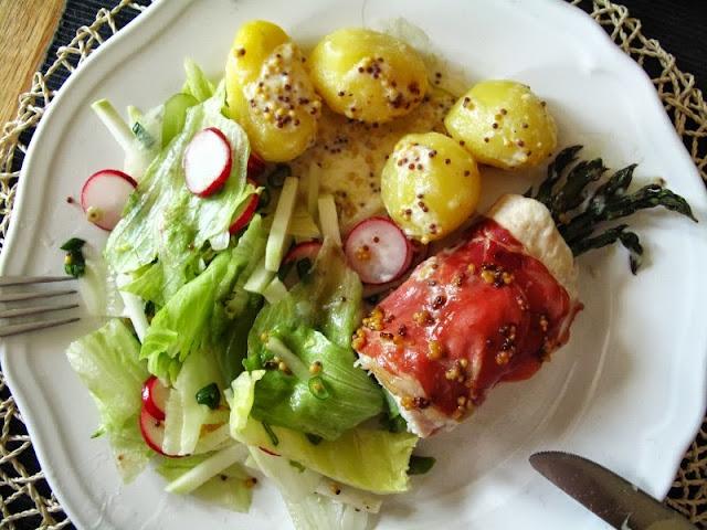 Roladki z kurczaka z ziamniakami i sałatą