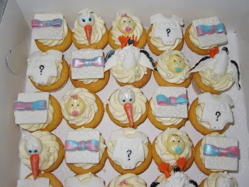 Baby Onthullings cupcakes.JPG