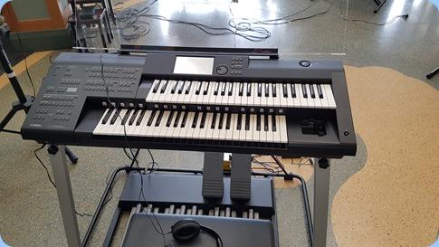 Taka Iida's brand new Yamaha Electone Stagea keyboard.