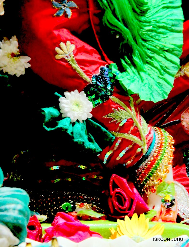 ISKCON Juhu Sringar Deity Darshan on 28th Aug 2016 (14)