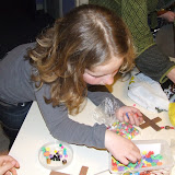 Kinderen van de kinderkerkclub maken een rozenkrans - DSCF5708.JPG