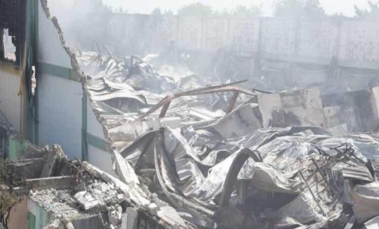 Incendio destruye parte de la fábrica de colchones La Nacional