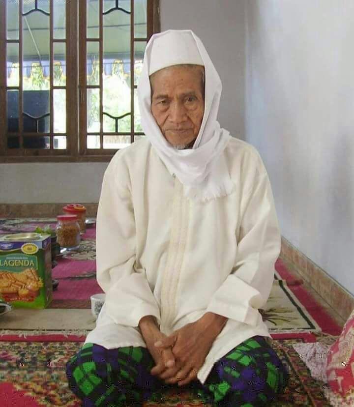 Innalillahi Telah Wafat KH. Mukhlas Pengasuh Ponpes. Al-Ikhlas, Babakan, Ciwaringin