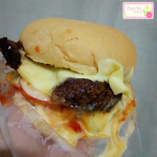 maniak-makan-blenger-burger-cheeseburger