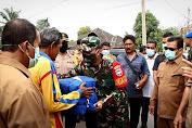 Dandim 0104 Aceh Timur Bersama Walikota Langsa Serahkan Bantuan Korban Kebakaran