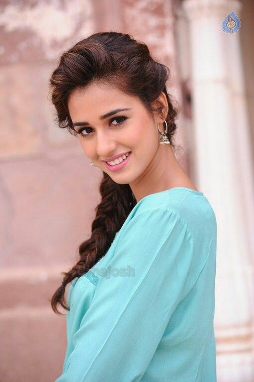awesome smile of disha patani bollywood new star