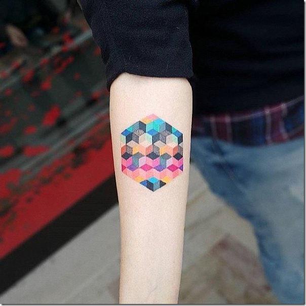 tatuajes_geometricas_quedan_increibles_con_diferentes_colores_en_la_parte_interna
