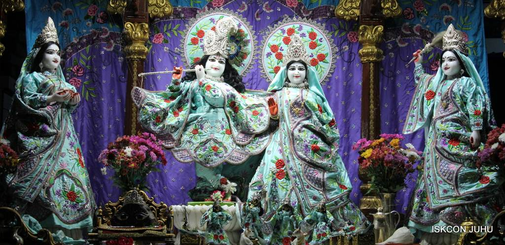 ISKCON Juhu Mangla Deity Darshan 17 Dec 2015 (21)