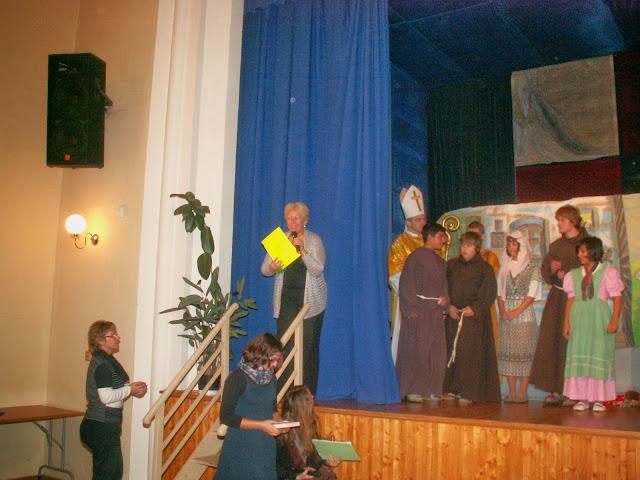 17.11.2013 Divadelní ztvárnění života SV. FRANTIŠKA Z ASSISI - PICT0112.JPG