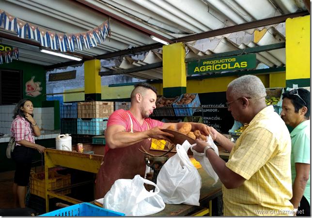 Куба. На овощном рынке