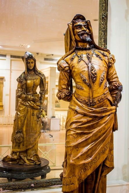 double-statue-at-Salar-Jung-Museum-Hyderabad