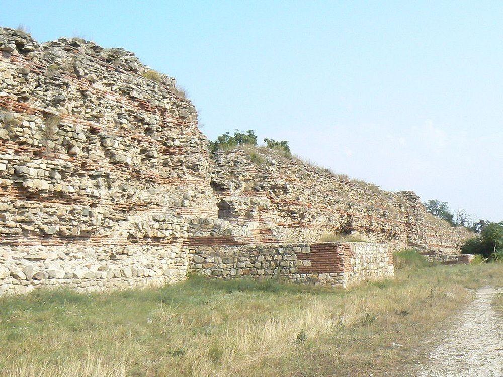 hisarya-walls-5