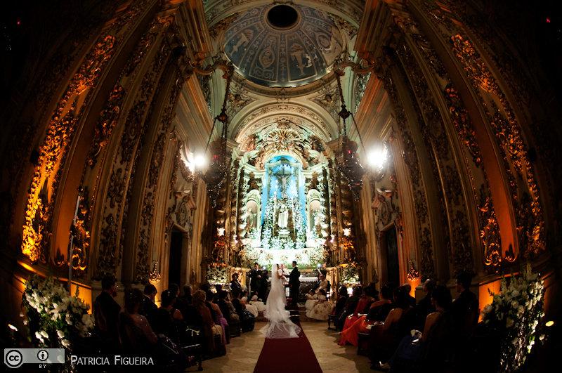 Foto de casamento 3103 de Fabiana e Johnny. Marcações: 17/07/2010, Casamento Fabiana e Johnny, Igreja, Igreja Nossa Senhora Monte do Carmo, Rio de Janeiro.