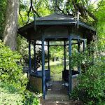 Arboretum de la Vallée-aux-Loups : gloriette romantique