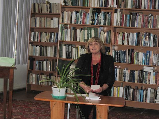 Ніна Ткаченко читає нові поезії