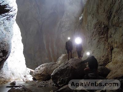 Cetatile Ponorului - Padis - Apuseni: inside the cave