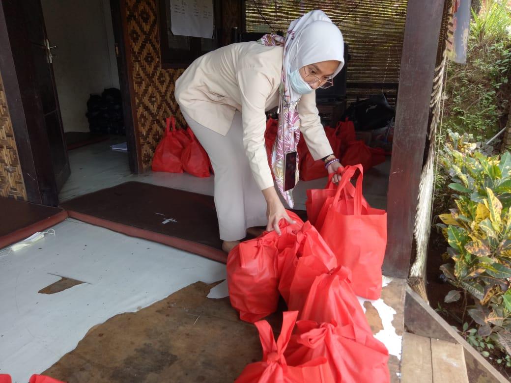 API Distribusikan Bantuan Korban Bencana Puting Beliung di Megamendung