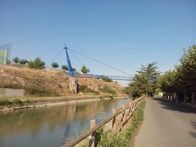 Puente sobre el Canal Imperial de Aragón en Gallur, pasarela pincho