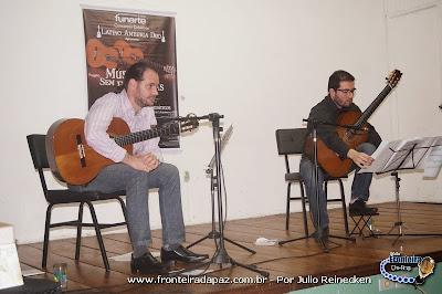 Projeto M�sica Sem Fronteira na Escola General Neto com magn�fica apresenta��o do Latino Am�rica Duo