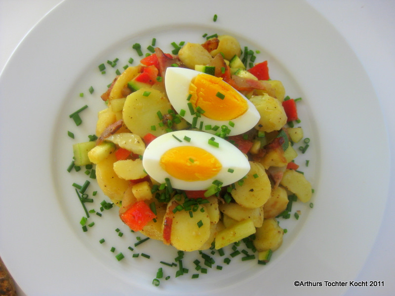 Kartoffelsalat mit Speck, Ei, Paprika ohne Mayonnaise! | Arthurs Tochter Kocht by Astrid Paul