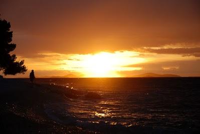 Sonnenuntergang über dem Meer am Kamp Adraitic