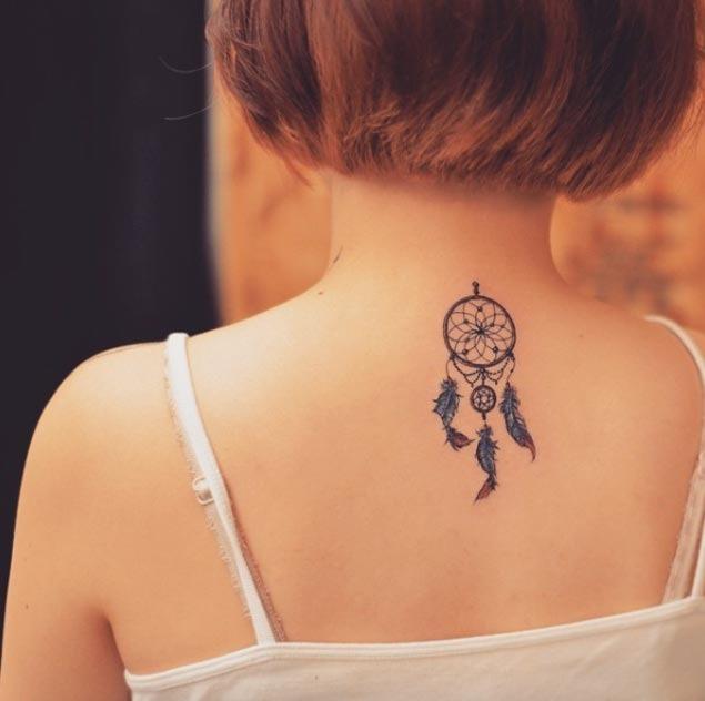 Este detalhada em miniatura dreamcatcher tatuagem