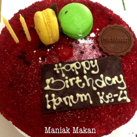 maniak-makan-red-velvet-cake-harvest-birthday-cake