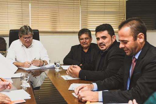 Parceria entre governo municipal e governo do estado assegura conquista de novos benefícios para São João do Tigre. Confira