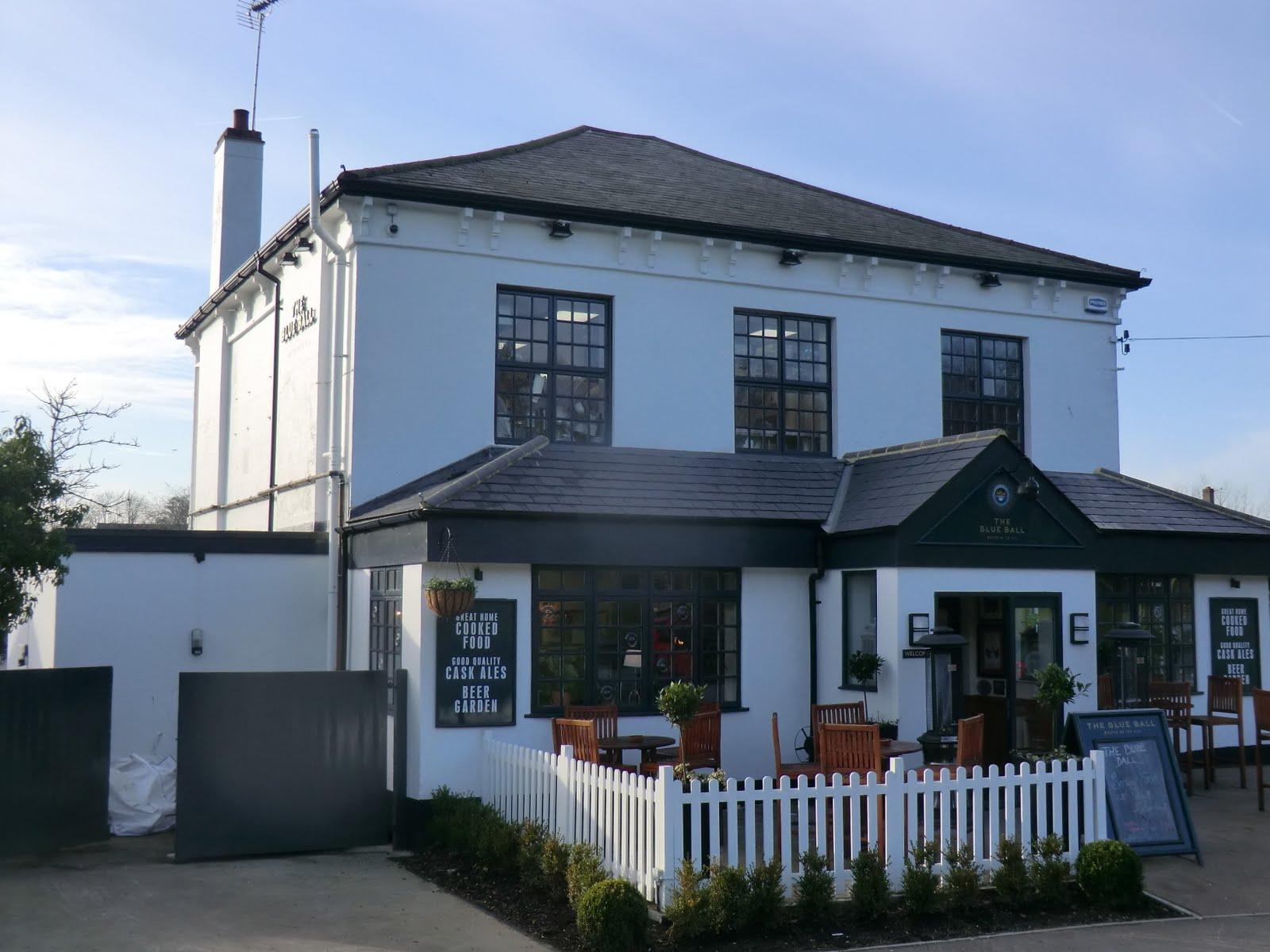 CIMG2221 The Blue Ball pub, Walton on the Hill