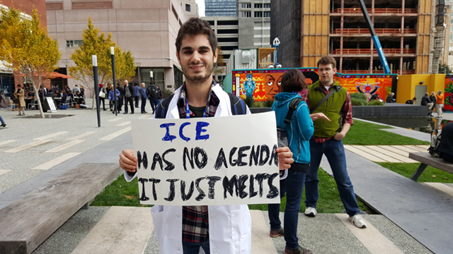 Benjamin Stenzler, a doctoral student at the University Of Ottawa, holds a sign that reads, 'Ice has no agenda, it just melts' at a protest against Trump's antiscience policies during 2016 AGU Fall Meeting in San Francisco, 13 December 2016. Photo: Sarah Emerson / Motherboard