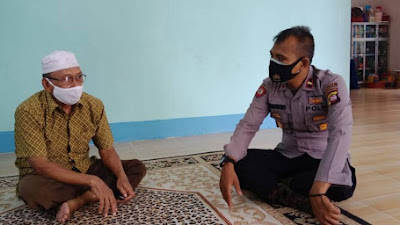 Silaturahmi Kamtibmas Dengan Ketua MUI, Kapolsek Sekadau Hulu Sampaikan Pilkada Damai