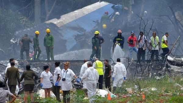 Se estrella avión de Cubana de Aviación poco después de despegar en La Habana: había 113 personas a bordo
