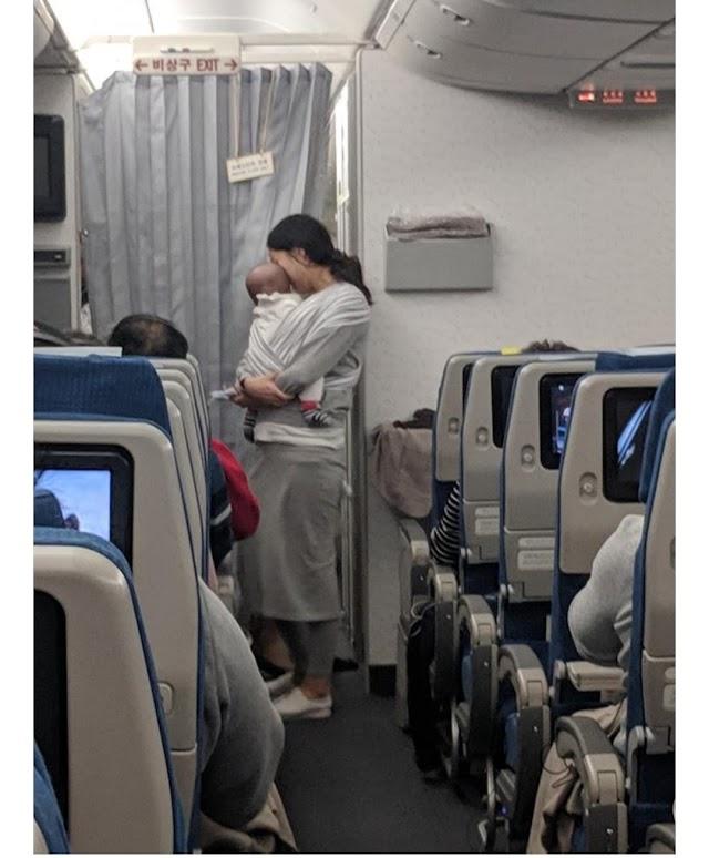 Bebeğinin Ağlama İhtimalini Göze Alan Annenin 200 Uçak Yolcusu İçin Yaptığı Çok Güzel Hareket