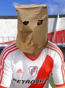 Afiches y cargadas sobre el descenso de River Plate