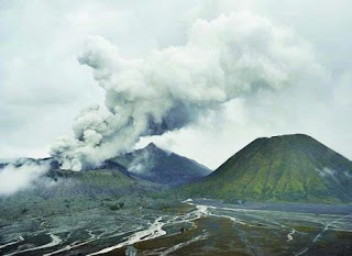 Indonesia's Mount Bromo Eruption 2010