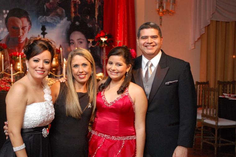 Foto de decoração de casamento de 15 anos Vitória no Clube Militar. Foto numero 15 da decoradora e cerimonialista de casamento Liliane Cariello, do Rio de Janeiro, RJ, que também atua em Niterói.