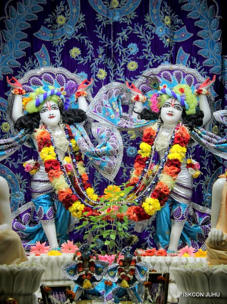 ISKCON Juhu Sringar Deity Darshan 17 Aug 2016 (31)