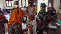 Kapolsek Setia Bakti Ipda Munawir, SKM, Tinjau Pelaksanaan vaksinasi massal