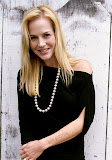 Julie Benz photo