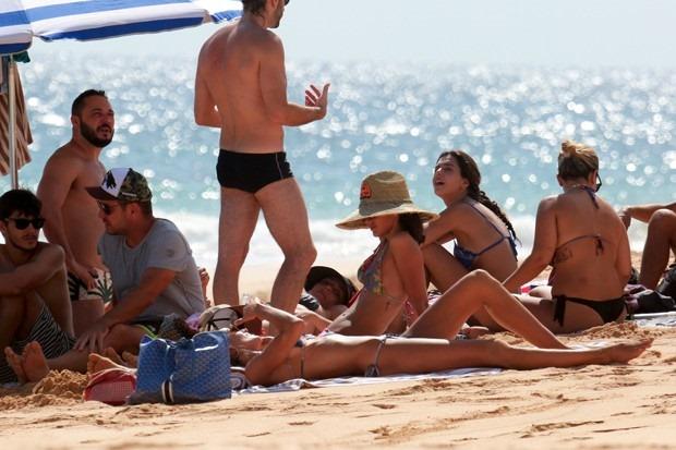 599354_bruna_marquezine_e_izabell_goulart_curte_praia_na_ilha_de_fernando_de_noronha_exclusivoa_nao_assinantes_ligar_antes_de_usar_g