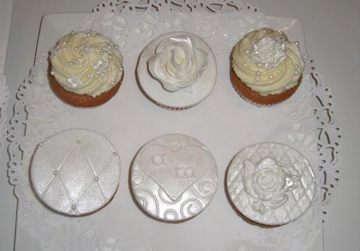 011- Witte cupcakes.JPG