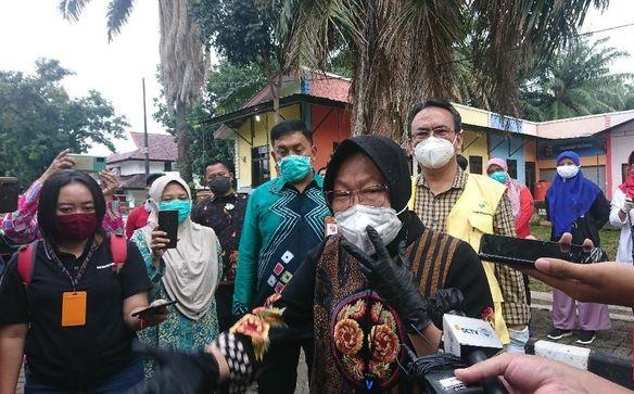 Risma Terlihat Kembali Marah-marah, Kali Ini Saat Kunjungi Bank Riau