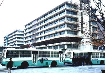 Seoul police & buses guarding USA Embassy