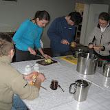 Wspólne przygotowywanie sałatki
