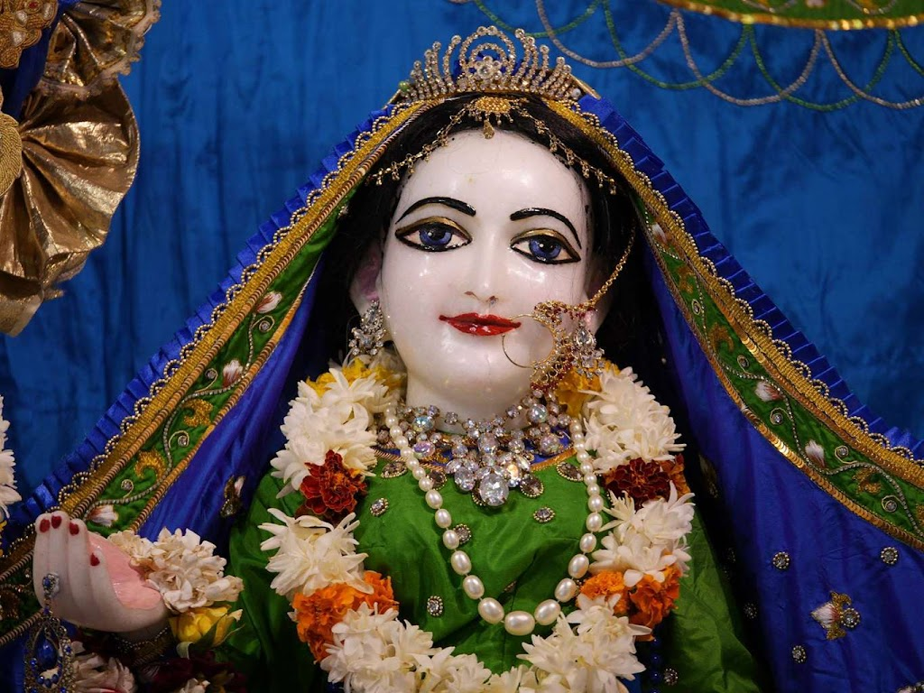 ISKCON New Govardhana Deity Darshan 09 Dec 2015 (16)