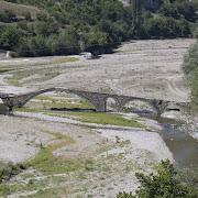 Каменните ниши край селата Дъждовница и Ненково, мостът край село Ненково и разходка из Ненково