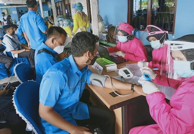 Ratusan Pegawai PDAM Kapuas Jalani Vaksin Covid-19 Dosis Pertama