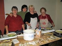 A görögkatolikus asszonyok palacsintát sütöttek a vásáron.jpg